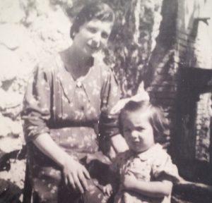 Savina con la figlia Teresa, Famiglia De Gregori-Ventura, Scandriglia (RI), 1939